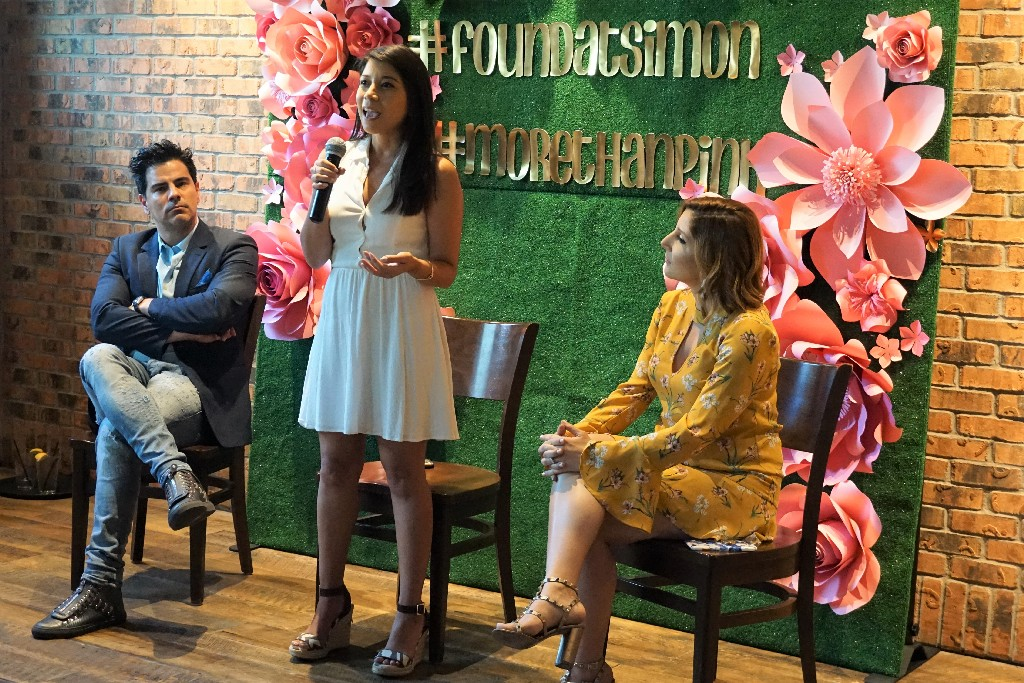 Jennifer Valdes of rbb Communications speaks about what PR agencies look for in influencers at the Ft Lauderdale bloggers meetup.