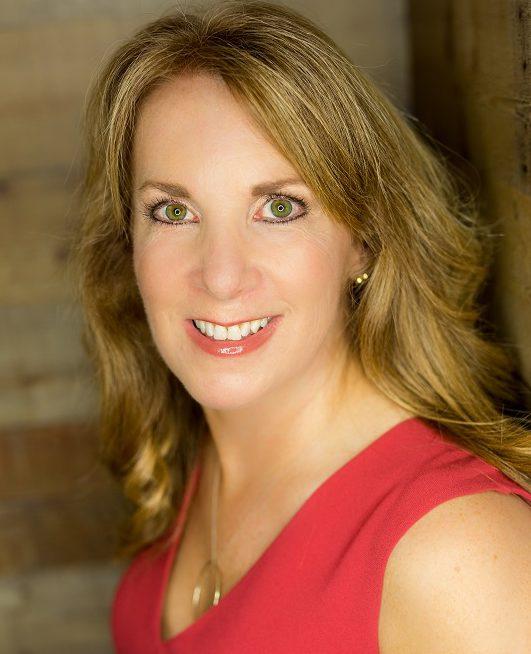 Karen Talavera speaks about email marketing for bloggers.